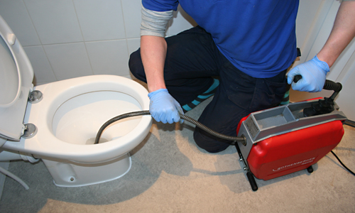 unblocking-toilet-with-a-rotary-spiral-machine